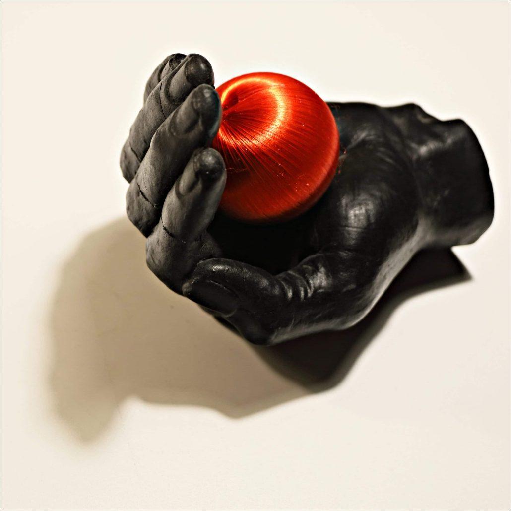 A LA MAISON «Rouge sur Noir»