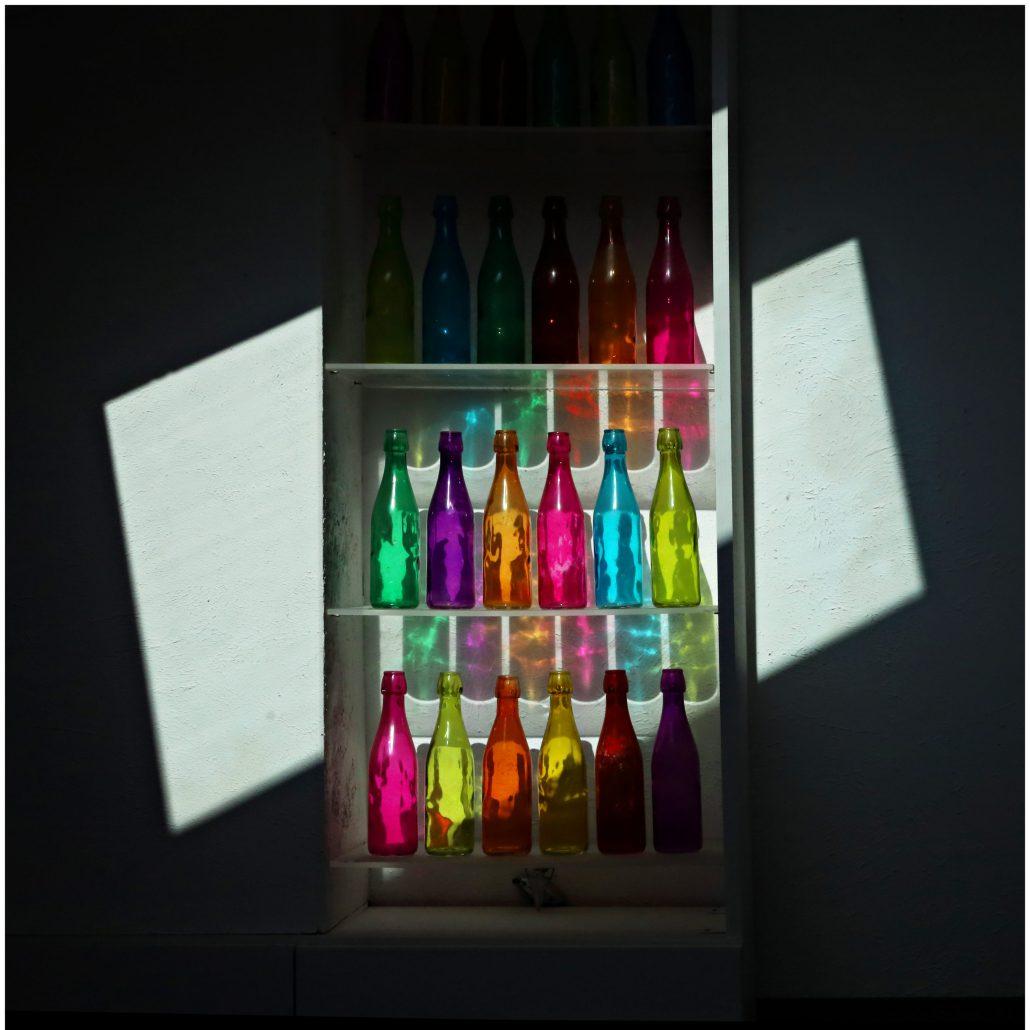 A LA MAISON «Les bouteilles»