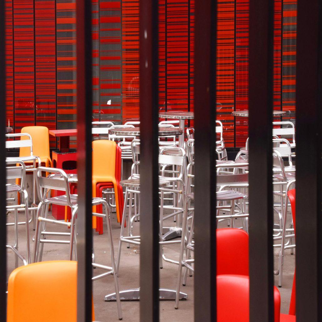 J'aime la couleur «Les chaises métalliques»