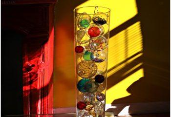 A LA MAISON Le vase de boules