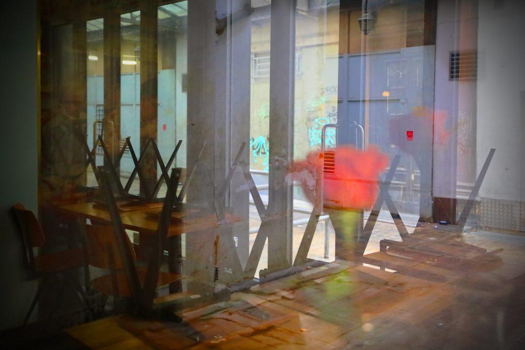 Contrastes urbains «La rose rouge»