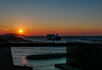 Coucher de soleil sur le port de Marseille.