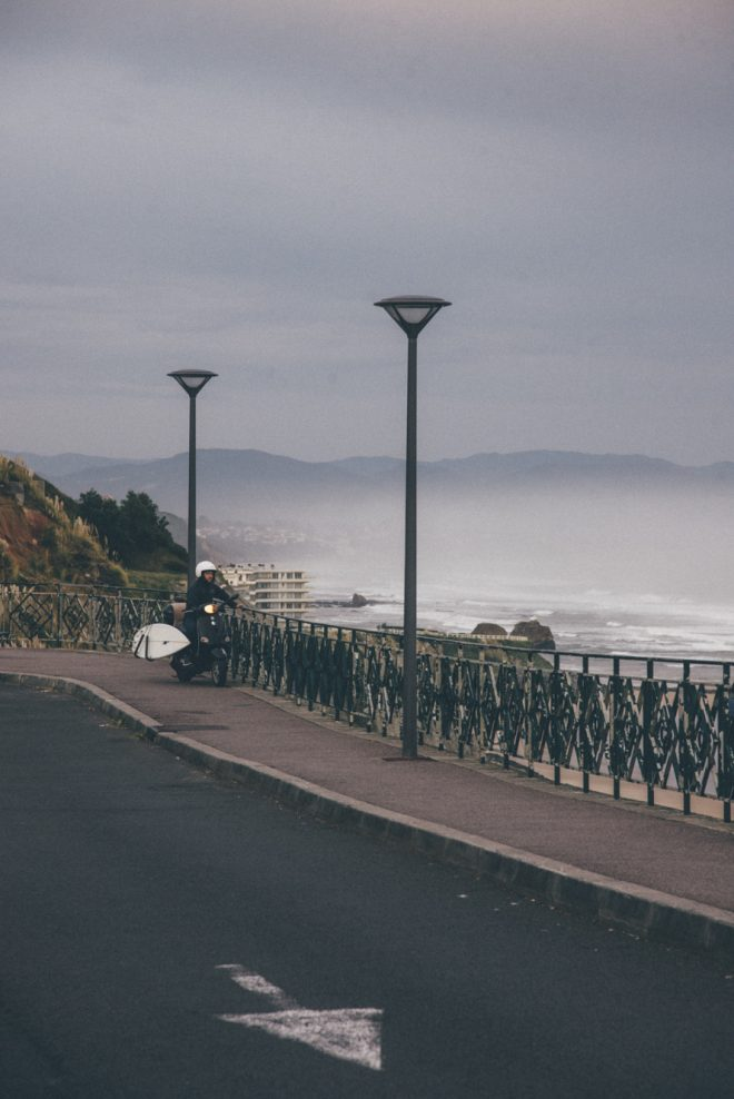Phare dans la brume