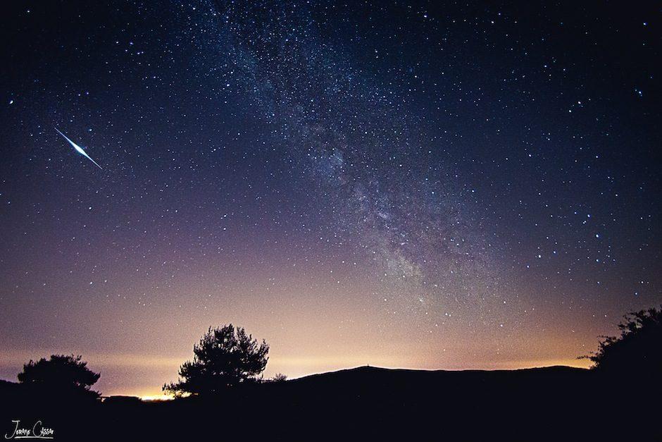 Falling Star vs Milky Way… Make a Wish!