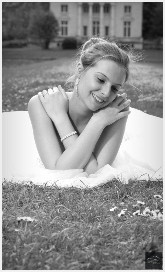 Miss Camille en robe de mariée