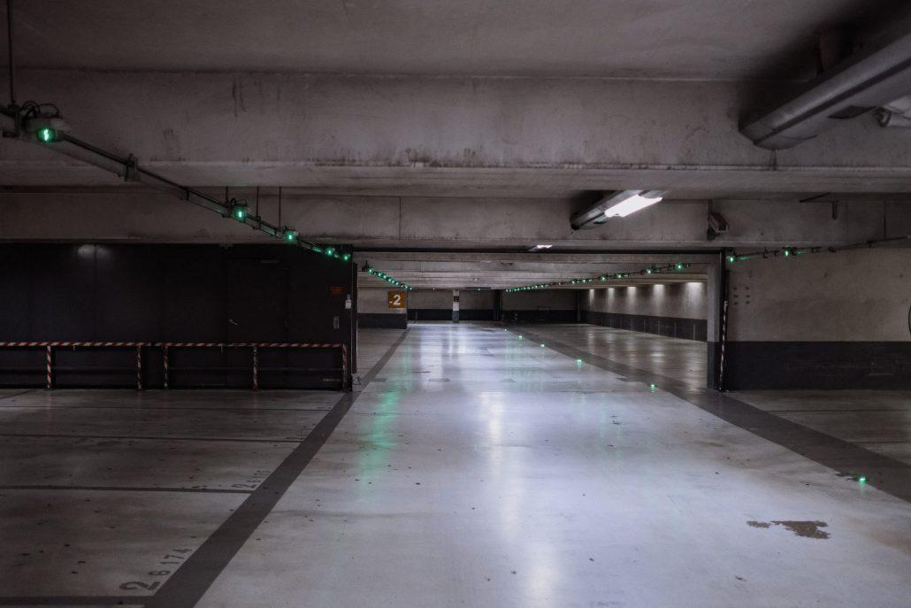 Parking Confiné