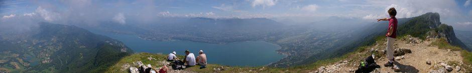 Panoramique : Le lac du Borget depuis la Dent du Chat