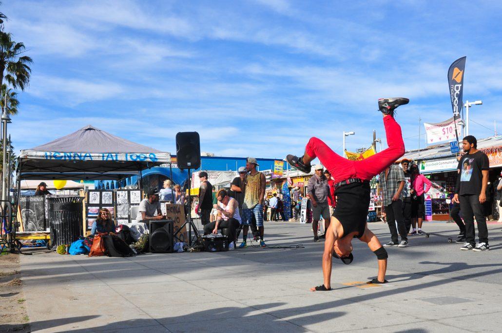 Street Dancer. Venice Beach , Califirnia