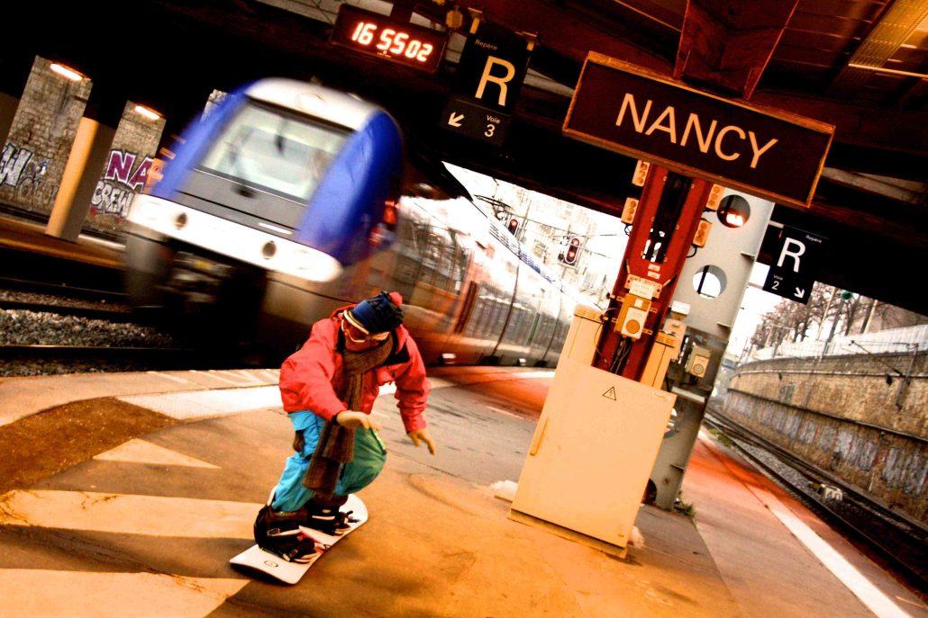 TGV vs Snowboarder
