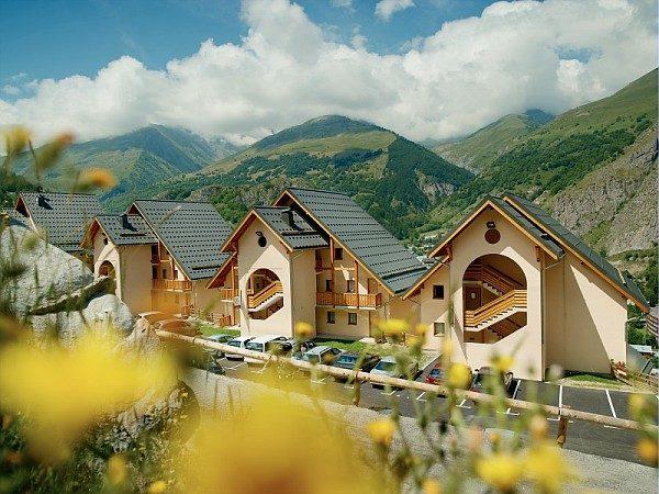 Maisons jouets dans les Alpes