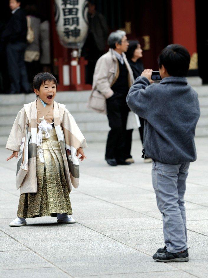 Photobomb (kimono style)