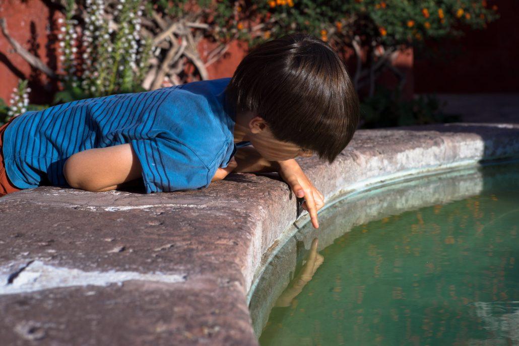 caresser l'eau