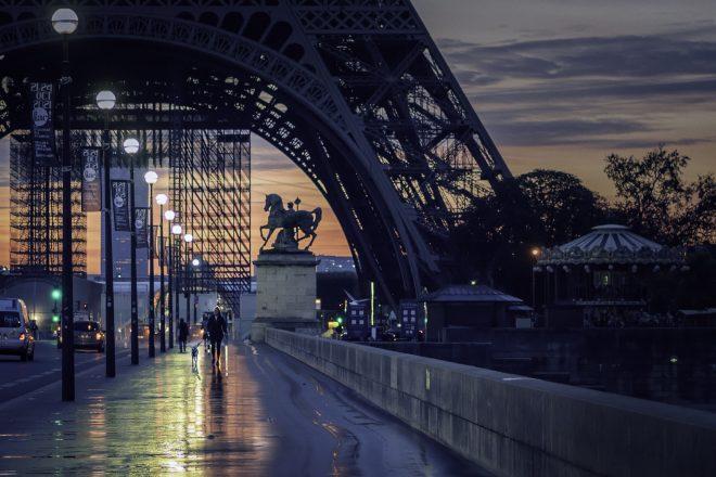 il est 7h Paris s'éveille
