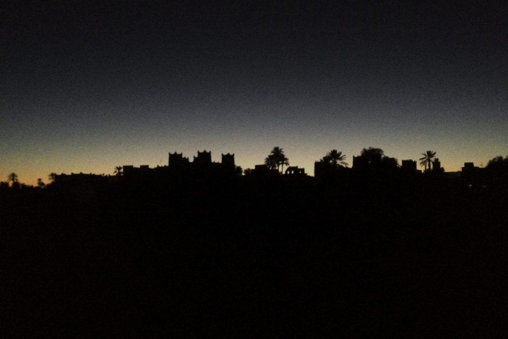 la nuit tombe