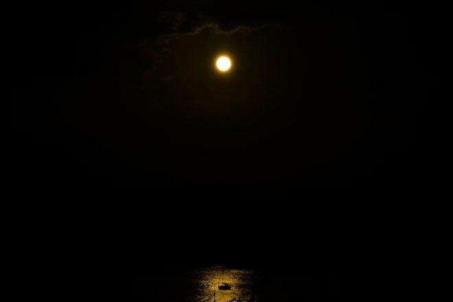 El barco y la luna