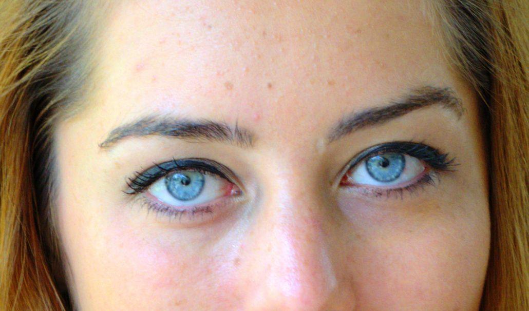 elle a les yeux revolvers..