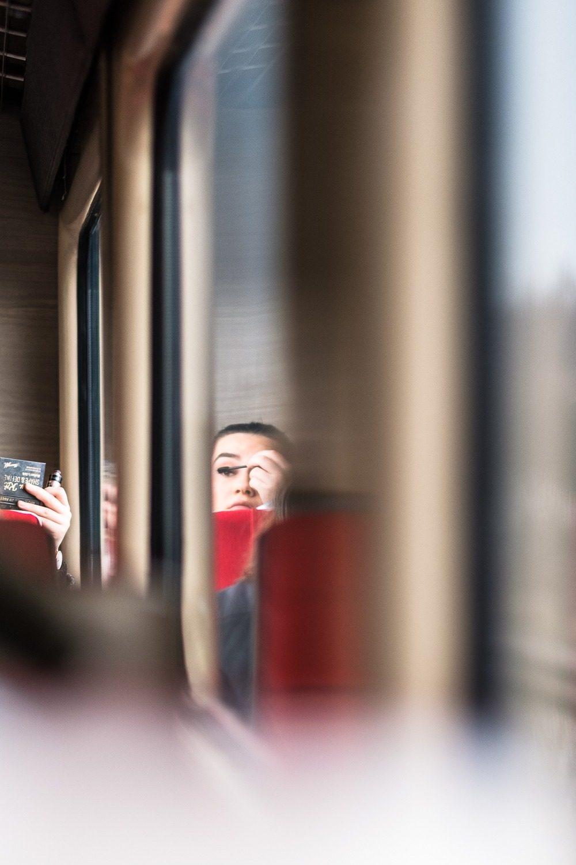 Tuto «make up dans le train»