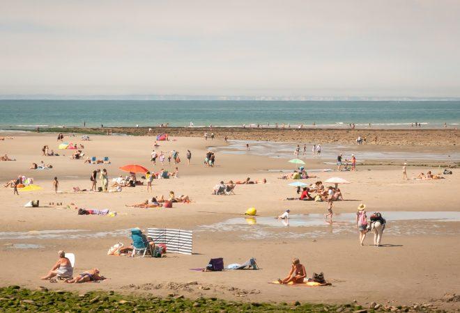 Sur le sable, en vue d'Angleterre