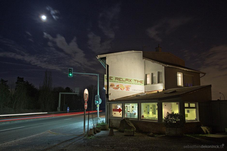 Restaurant sur le bord de la route.