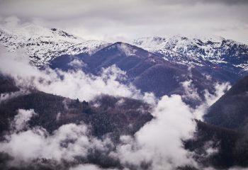 Stratus rasant la montagne..