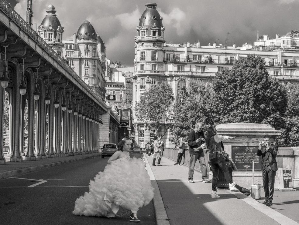 chinese bride on Bir Hakem Bridge Paris by Roubinoff 2013