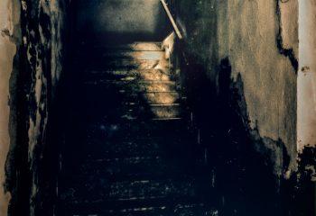 Escalier, ombre et lumière