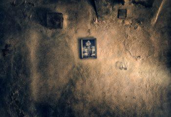 Tableau sur mur et dévotion