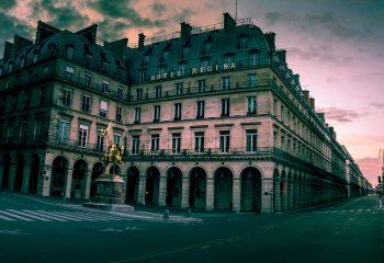 Panorama de la façade de l'Hôtel Régina Paris