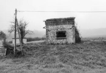 une cabane en pierre