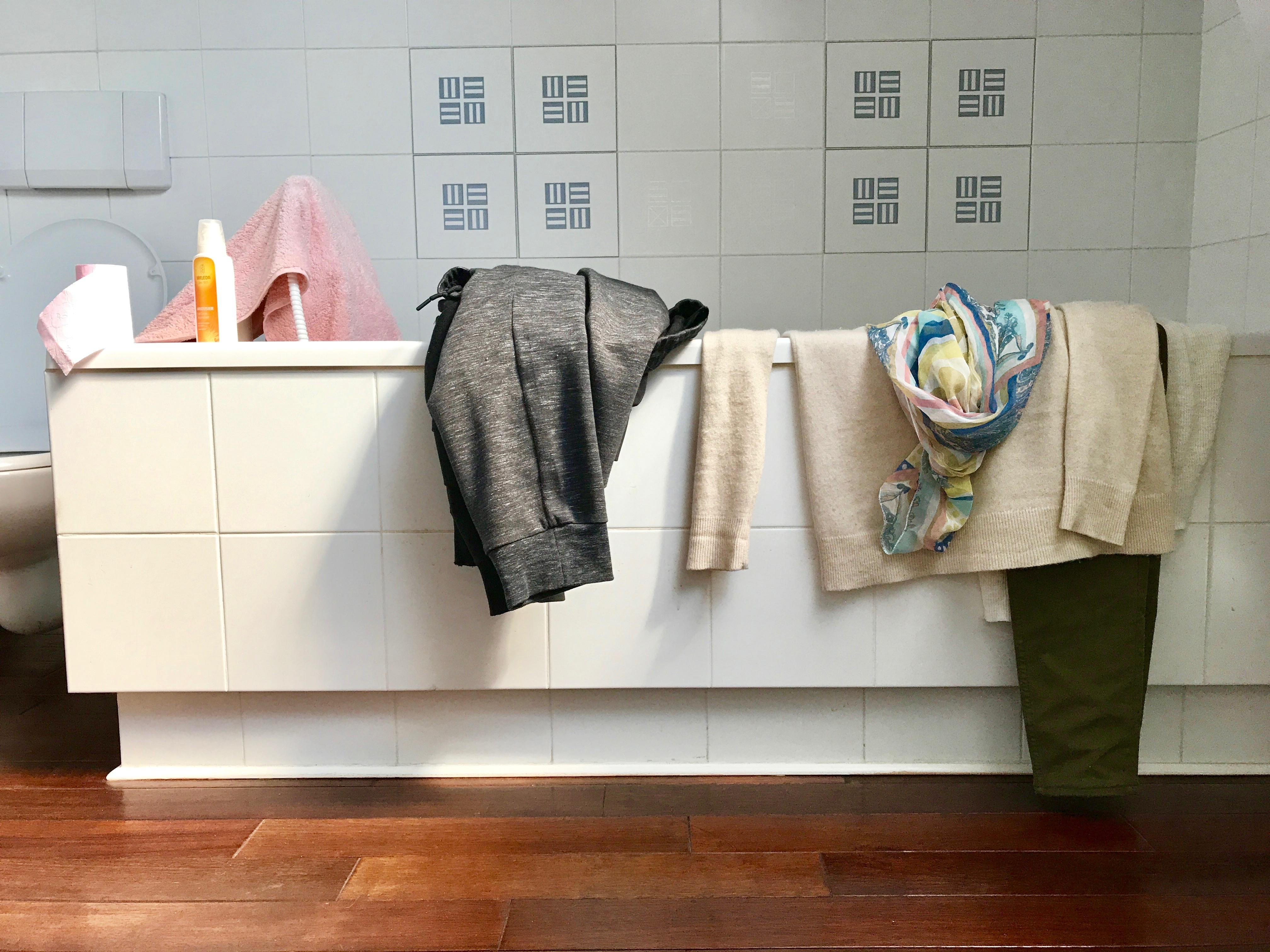 Dans ma salle de bain un matin 2 lense for Dans ma salle de bain chanson