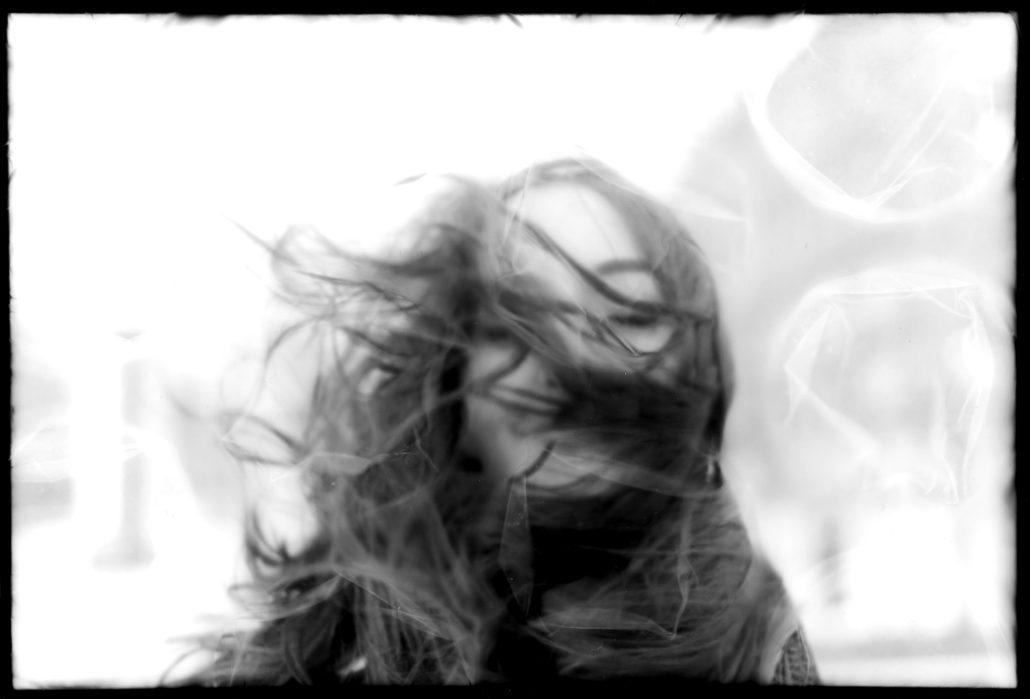 Portrait avec vent et papier bulle