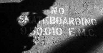 No Skateboarding par Mathias Fennetaux