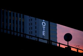 Blue Hotel - © Francois Parmentier