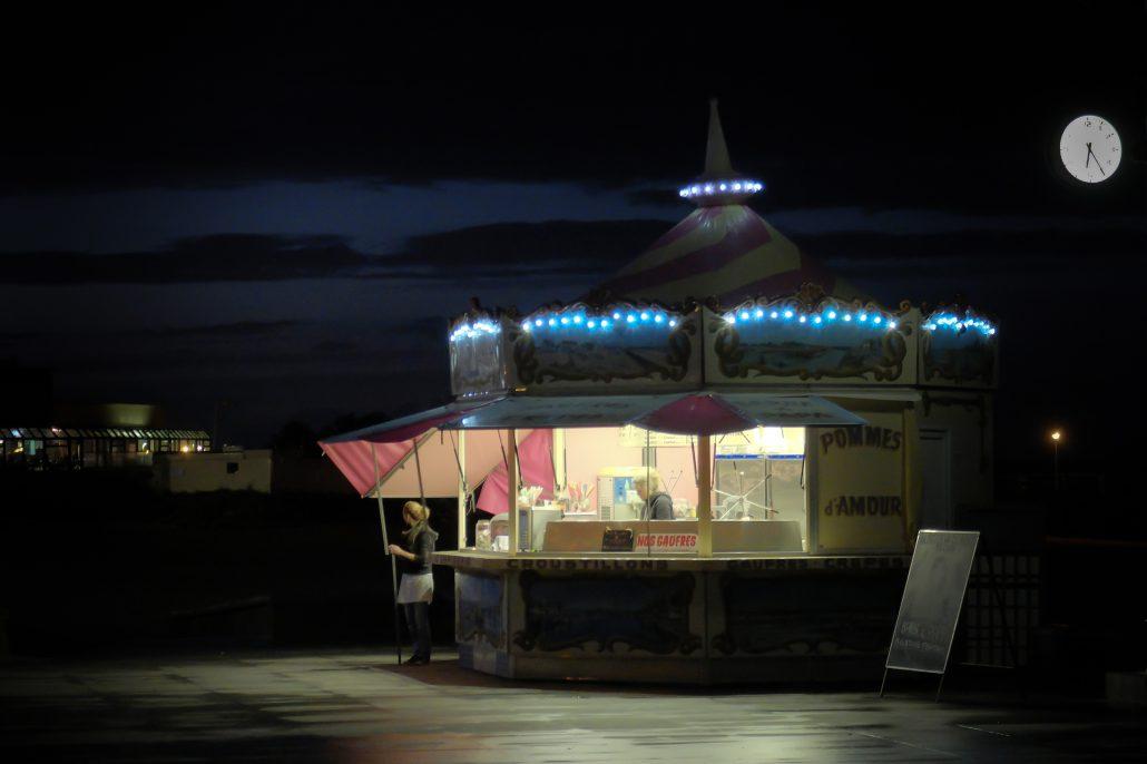 Il est tard on ferme le kiosque à gourmandises – © Olivier14