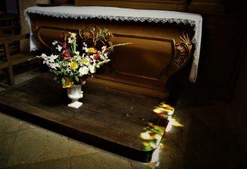Réfléchit la lumière. Saint Jacques de Compostelle.