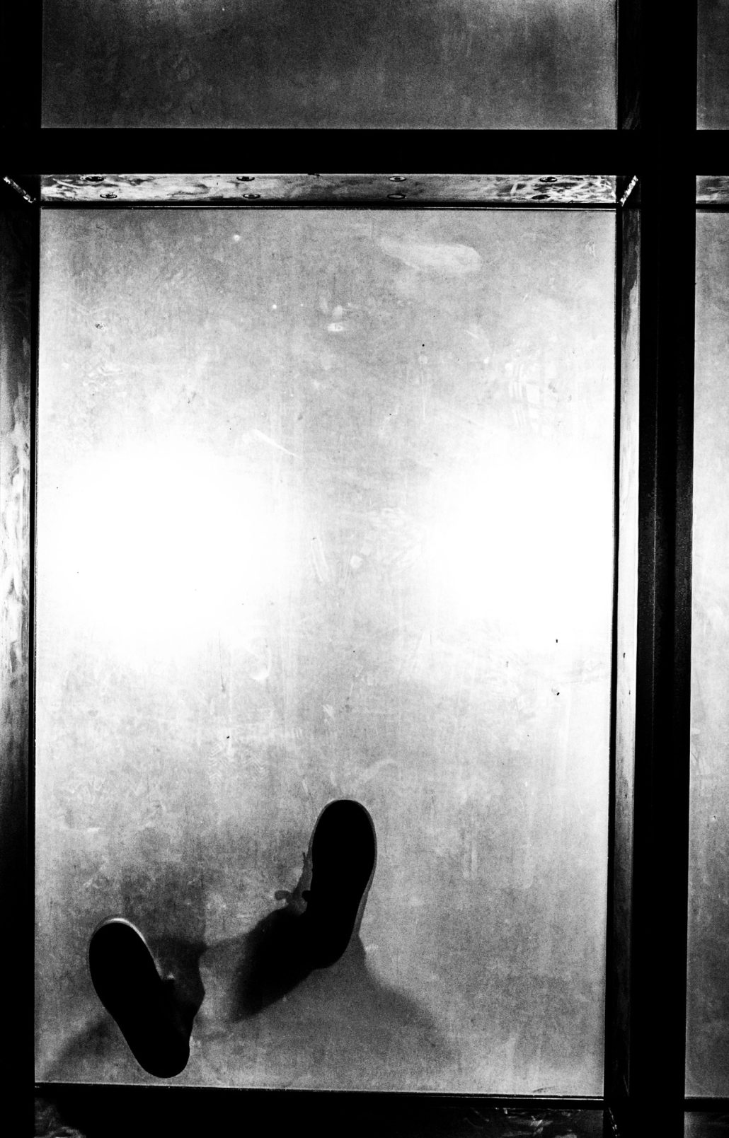 pieds d'un inconnu