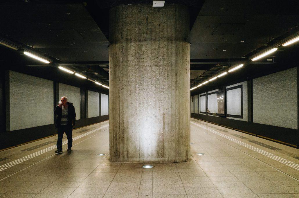 Metro, mégot, boulot