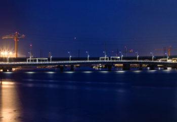 Un pont dans la nuit