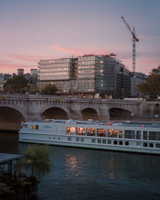 Des fois Paris prend toute la lumière