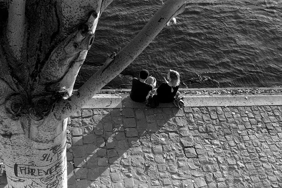 Couple en bord de Seine