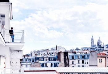 Vue sur Paris depuis la Cité Montmartre aux artistes
