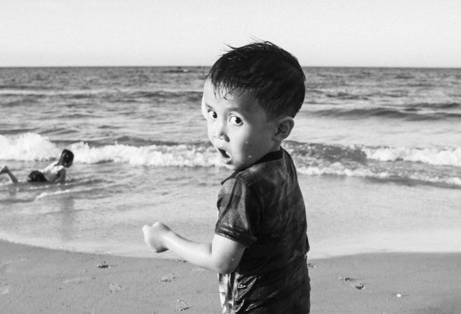 Gamin sur la plage